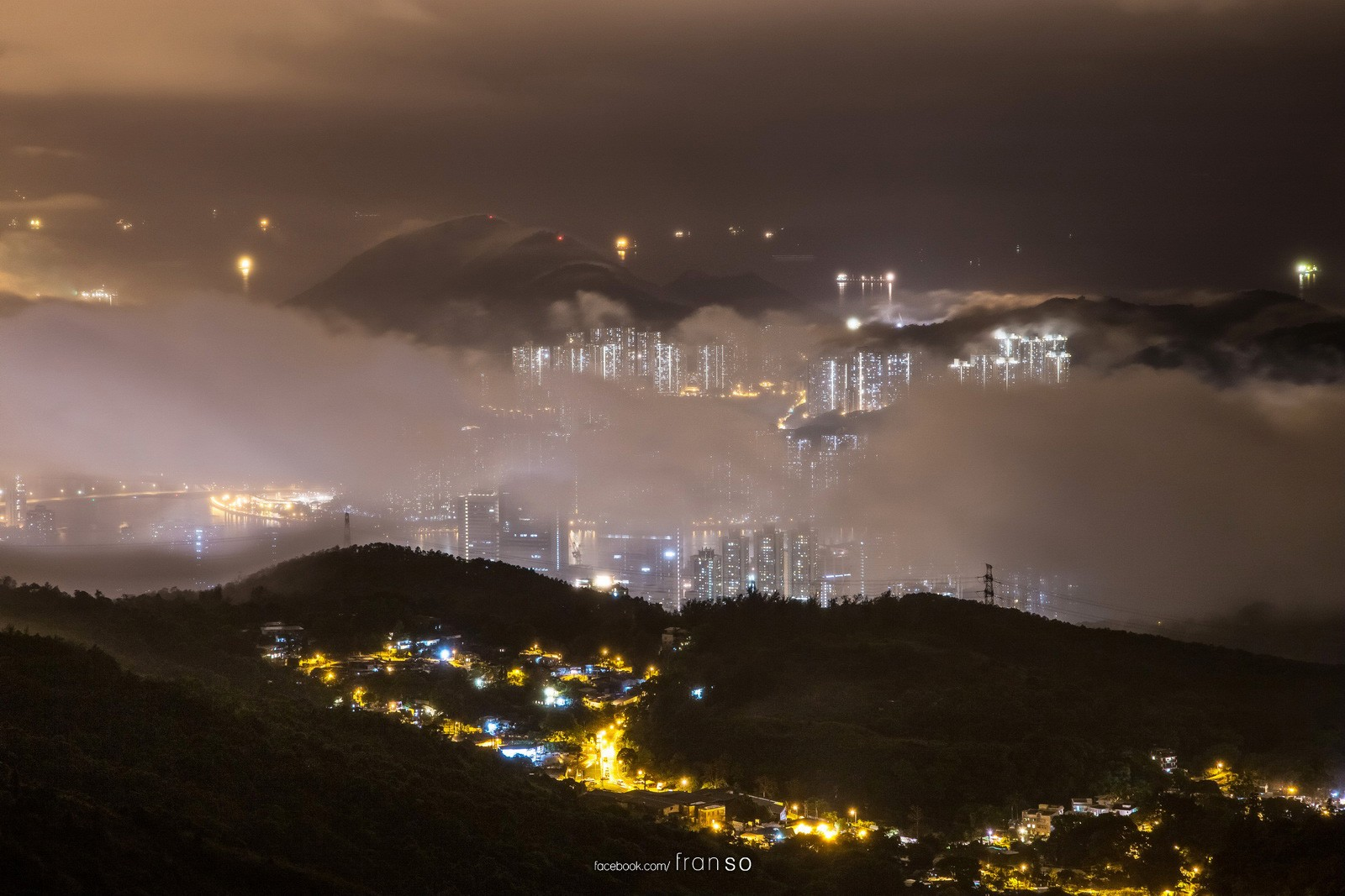 Cityscape | Hong Kong | Tseun Wan  | Covered by cloud